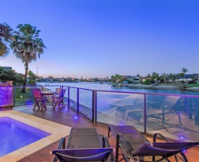 Kurrawa Cove at Vogue Holiday Homes - Accommodation Newcastle