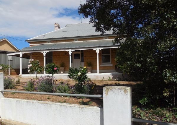 Book Keepers Cottage Waikerie - Accommodation Newcastle
