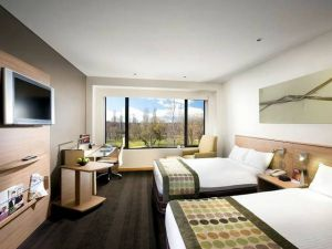 Crowne Plaza Canberra - Accommodation Newcastle