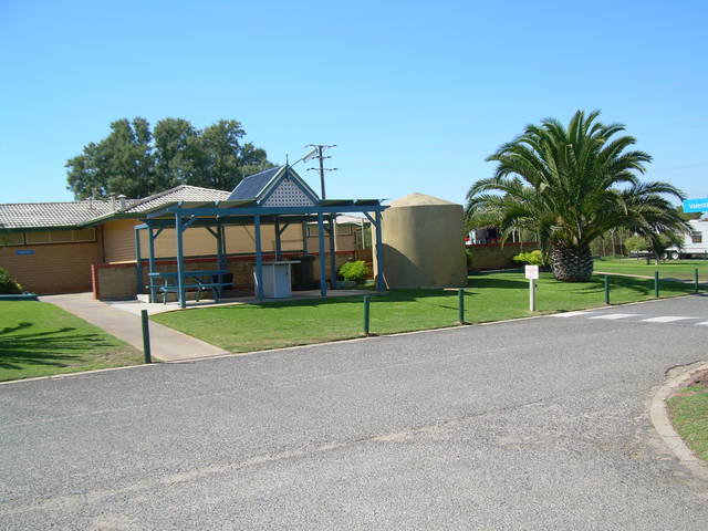 Discovery Holiday Parks - Adelaide Beachfront - Accommodation Newcastle