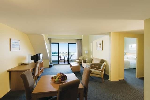 Oaks Waterfront Resort - Accommodation Newcastle