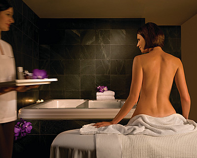 Four Seasons Hotel Sydney Spa - Accommodation Newcastle