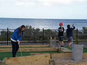 Port Vincent Putt Putt - Accommodation Newcastle