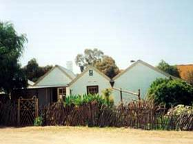 Miners Cottage And Garden - Accommodation Newcastle