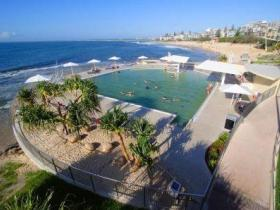 Kings Beach - Beachfront Salt Water Pool - Accommodation Newcastle