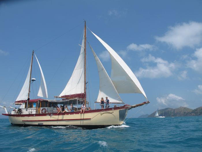Adventure Cruise Dive and Outer Reef - Whitsundays Sailing Adventures - Accommodation Newcastle