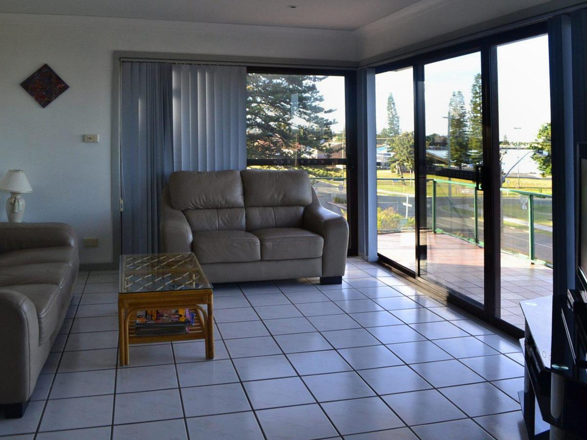 Oxley 8 at Tuncurry - Accommodation Newcastle