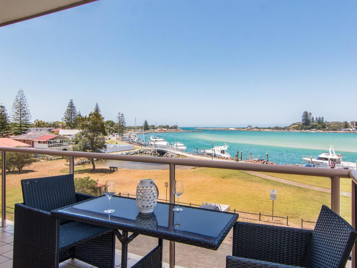 Shoreline 7 with 180 degree water views - Accommodation Newcastle