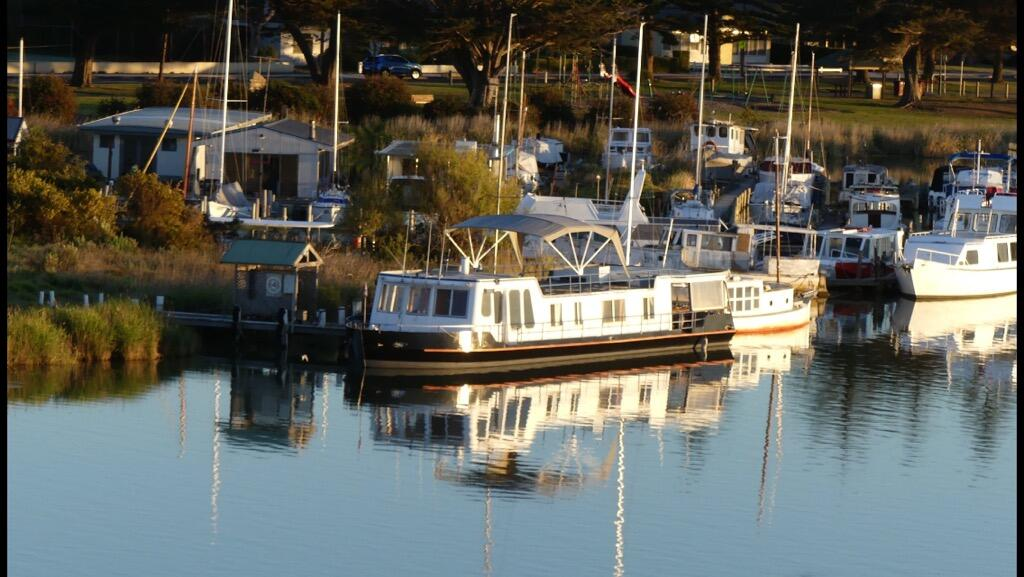 Swamp Fox luxury 2BR Dutch Barge - Accommodation Newcastle
