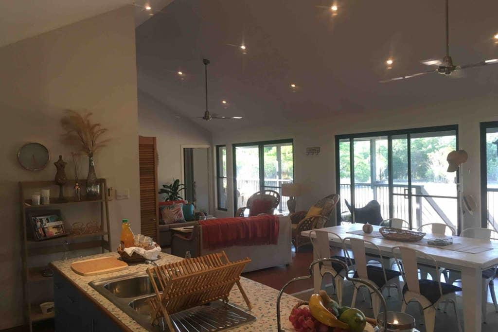 Valley Views Lodge Port Douglas - Accommodation Newcastle