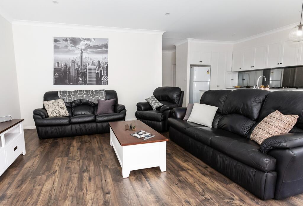 4 Bedroom Inner City Townhouse - SLEEPS 9  - Accommodation Newcastle