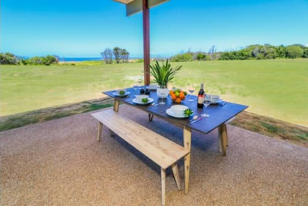 Absolute Beachfront  Secluded New Home - Accommodation Newcastle